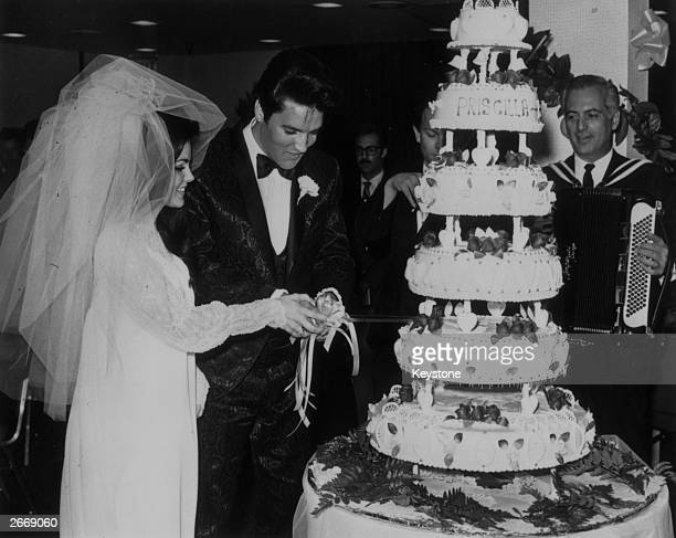 Elvis Presley cutting the sixtier wedding cake with his bride Priscilla Beaulieu at the Aladdin Hotel Las Vegas