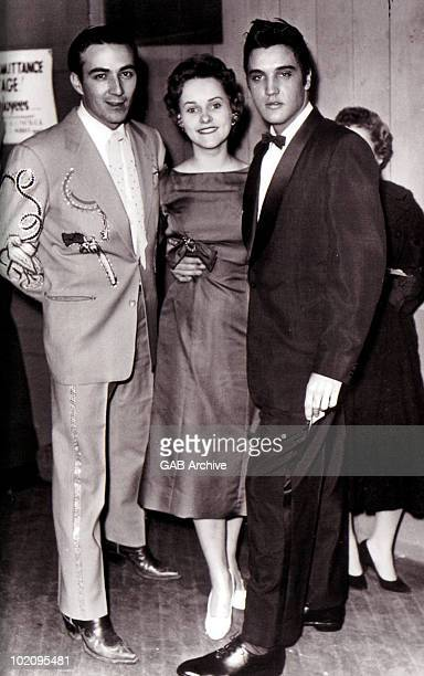 Elvis Presley posed with Faron Young and his wife