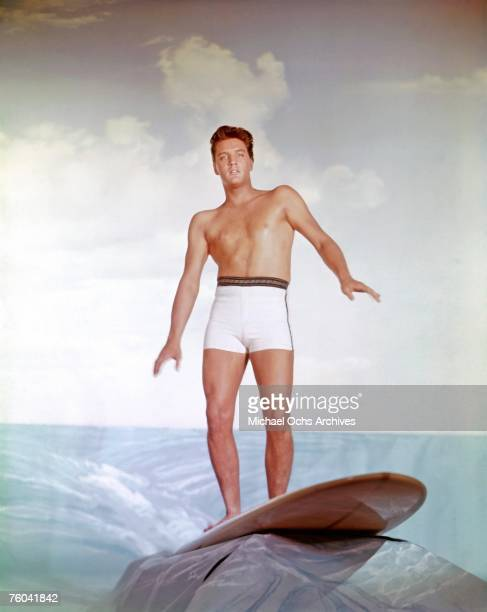 "Elvis Presley poses for a publicity still to promote the movie ""Blue Hawaii"" circa 1961 in Los Angeles California."