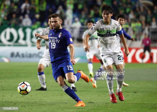 Elvis Saric of Suwon Samsung Bluewings controls the ball during the AFC Champions League Quarter Final second leg match between Suwon Samsung...