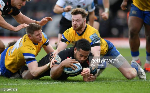 Elvis Taione of Exeter Chiefs dives over to score his side's sixth try during the Gallagher Premiership Rugby match between Exeter Chiefs and Bath...