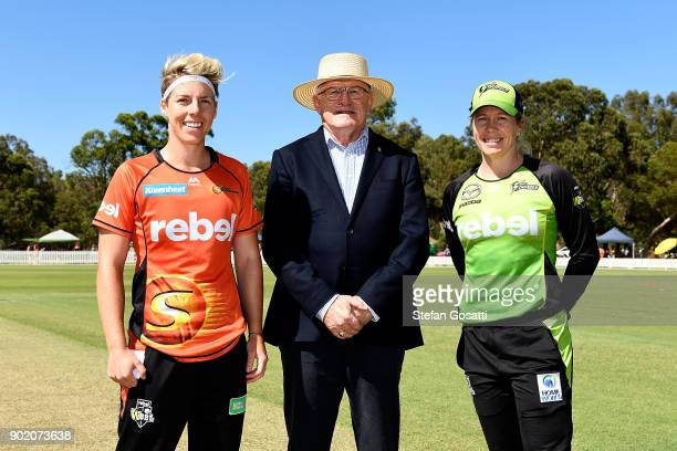 Elyse Villani of the Scorchers Match referee Ian Thomas and Alex Blackwell of the Thunder pose following the coin toss during the Women's Big Bash...