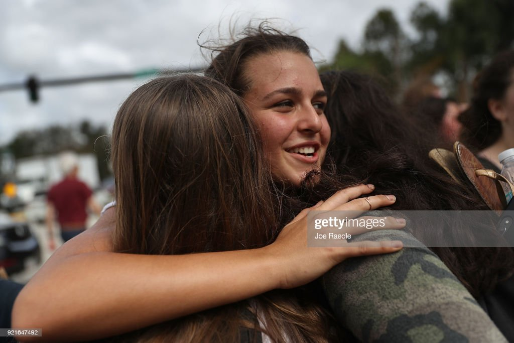 Florida Town Of Parkland In Mourning, After Shooting At Marjory Stoneman Douglas High School Kills 17 : Foto di attualità