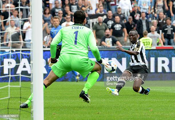 Emanuel Badu of Udinese Calcio competes with Gianluca Curci goalkeeper of Bologna FCduring the Serie A match between Udinese Calcio and Bologna FC at...