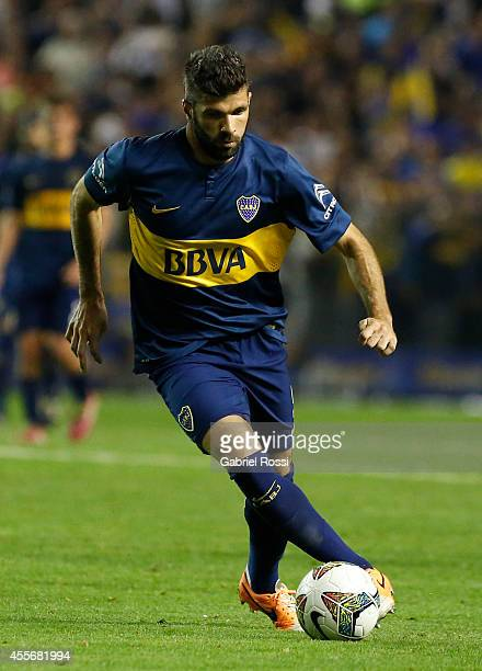 Emanuel Gigliotti of Boca Juniors drives the ball during a second leg match between Boca Juniors and Rosario Central as part of second stage of Copa...