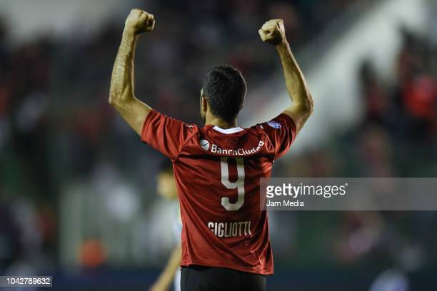 Emanuel Gigliotti of Independiente celebrates after scoring the first goal of his team during a match between Banfield and Independiente as part of...
