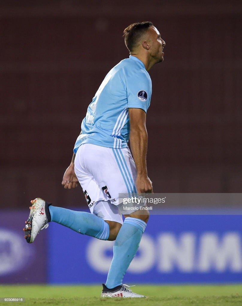 Lanus v Sporting Cristal - Copa CONMEBOL Sudamericana 2018 : Nachrichtenfoto