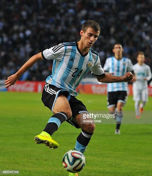 Emanuel Mammana of Argentina controls the ball during a FIFA friendly match between Argentina and Slovenia at Ciudad de La Plata Stadium on June 7...