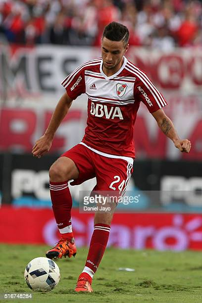 Emanuel Mammana of River Plate controls the ball during a match between River Plate and Banfield as part of round 8 of Torneo Transicion 2016 at...