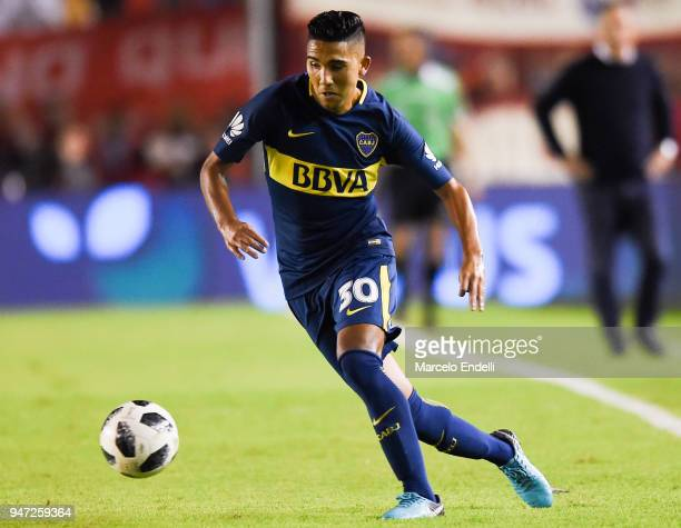 Emanuel Reynoso of Boca Juniors drives the ball during a match between Independiente and Boca Juniors as part of Superliga 2017/18 on April 15 2018...
