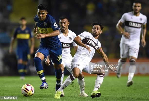 Emanuel Reynoso of Boca Juniors drives the ball during a match between Boca Juniors and Lanus as part of Superliga 2018/19 at Estadio Alberto J...