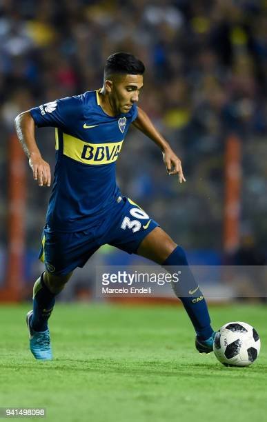 Emanuel Reynoso of Boca Juniors drives the ball during a match between Boca Juniors and Talleres as part of Superliga 2017/18 at Alberto J Armando...