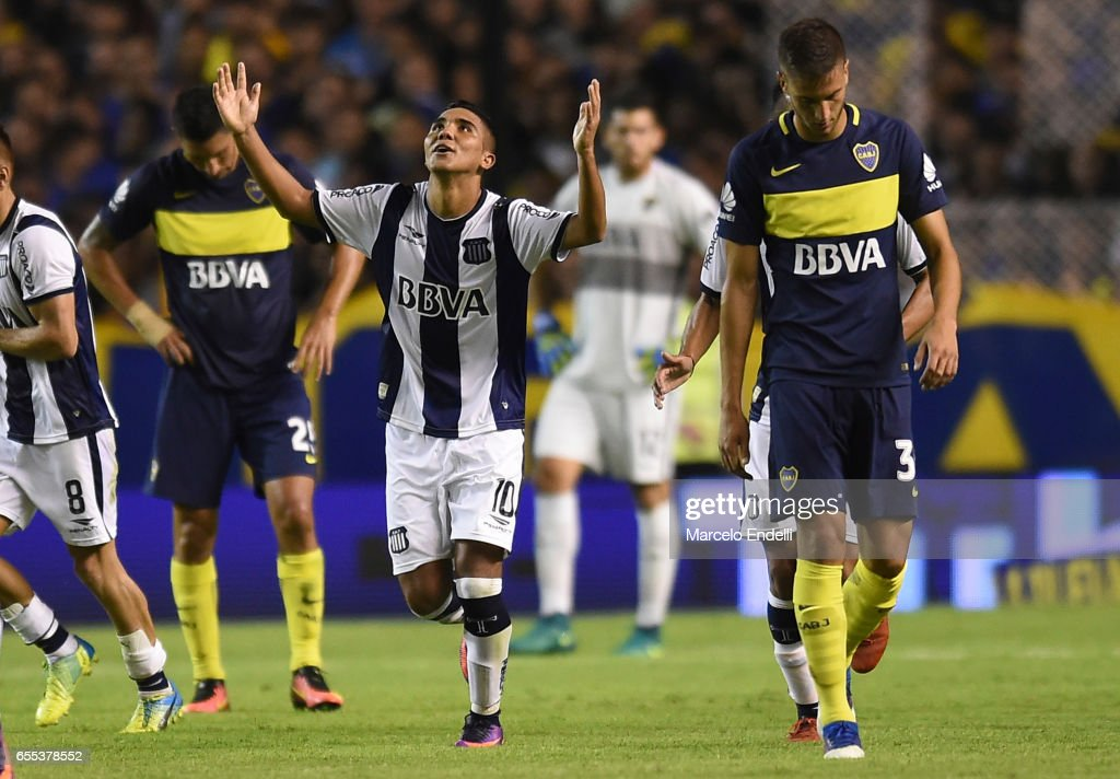 Emanuel Reynoso of Talleres celebrates after scoring the second goal of his team during a match between Boca Juniors and Talleres as part of Torneo Primera Division 2016/17 at Alberto J Armando Stadium on March 12, 2017 in Buenos Aires, Argentina.