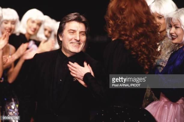 Emanuel Ungaro lors du défilé Emanuel Ungaro automne/hiver 1995 à Paris en France