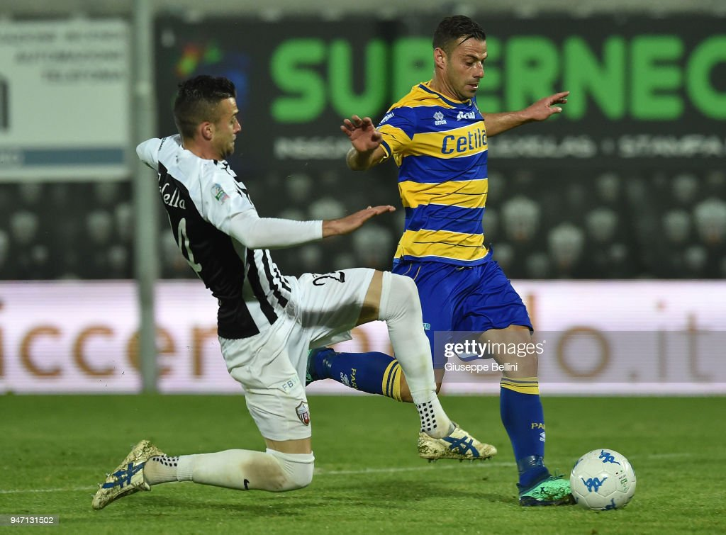 Emanuele Calaio' of Parma Calcio and Emanuele Padella of Ascoli Pichhio in action during the match between Ascoli Picchio and Parma Calcio at Stadio Cino e Lillo Del Duca on April 16, 2018 in Ascoli Piceno, Italy.