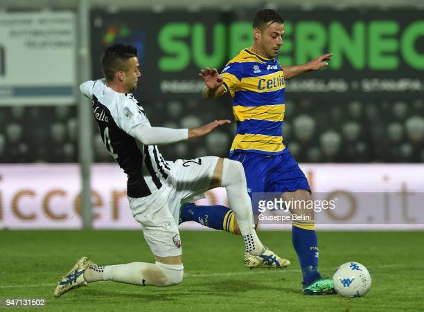 Emanuele Calaio' of Parma Calcio and Emanuele Padella of Ascoli Pichhio in action during the match between Ascoli Picchio and Parma Calcio at Stadio...