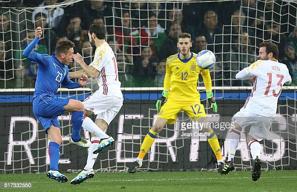 Emanuele Giaccherini of Italy Goalkeeper of Spain David de Gea and Juan Mata of Spain in action during the international friendly match between Italy...