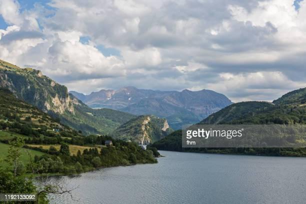 embalse de lanuza - reservoir in the pyrenees in spain - ピレネー ストックフォトと画像