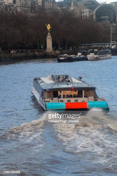 embankment ferry - howard pugh stock pictures, royalty-free photos & images