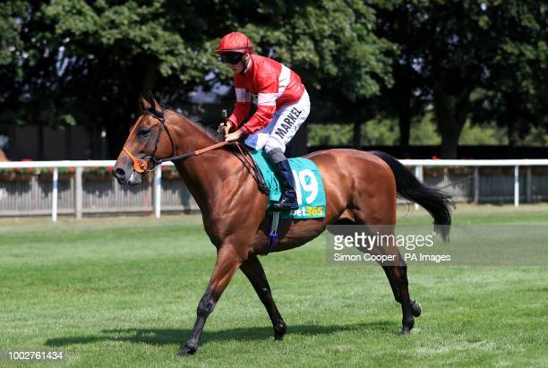 Embour ridden by Tom Marquand goes to post