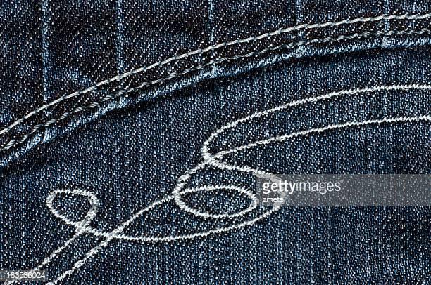 刺しゅうのジーンズ
