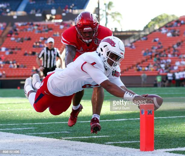Emeke Egbule of the Houston Cougars manages to shove Anthoula Kelly of the Fresno State Bulldogs out of bounds before he can cross the goalline...