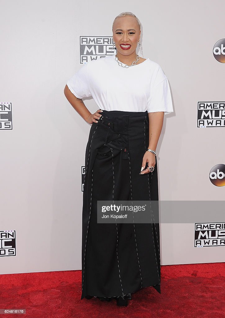 Emeli Sande arrives at the 2016 American Music Awards at Microsoft Theater on November 20, 2016 in Los Angeles, California.