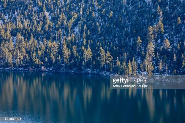 emerald bay - サウスレイクタホ ストックフォトと画像