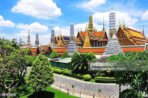 emerald buddha at wat phra kaew against sky - grand palace bangkok stock pictures, royalty-free photos & images