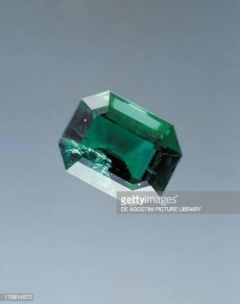 Emerald silicate cut gem