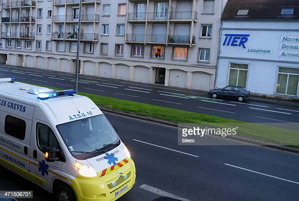 voiture d'ambulance d'urgence - troyes champagne ardenne photos et images de collection