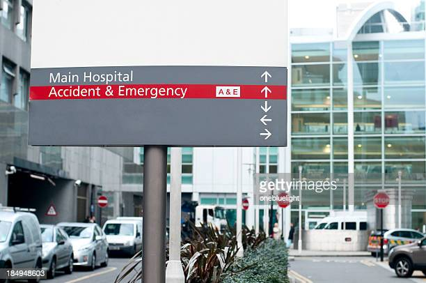 emergency and hospital sign to the entrance - onebluelight stock pictures, royalty-free photos & images