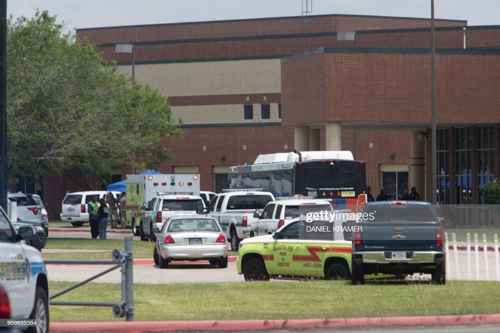 TOPSHOT-US-CRIME-TEXAS-SCHOOL-SHOOTING : News Photo