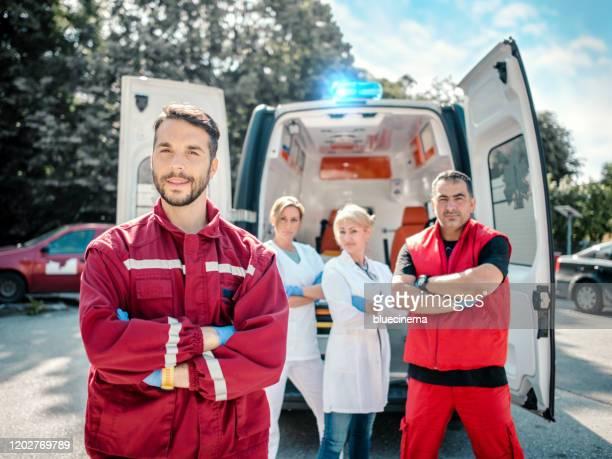 救急医と救急救命士 - 赤十字社 ストックフォトと画像