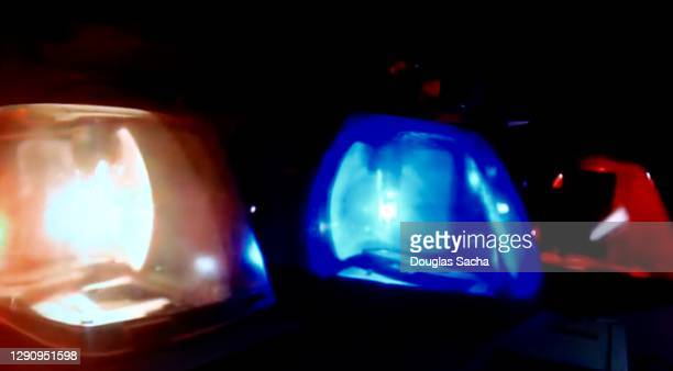emergency flashers on a police car - streaker stock pictures, royalty-free photos & images