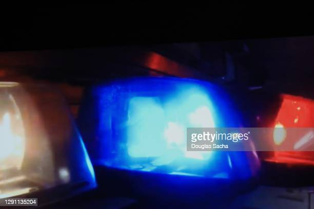 emergency flashing strobe lights - streaker stock pictures, royalty-free photos & images