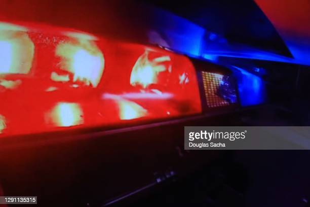 emergency lights on a police car flashing - police vehicle lighting stock pictures, royalty-free photos & images