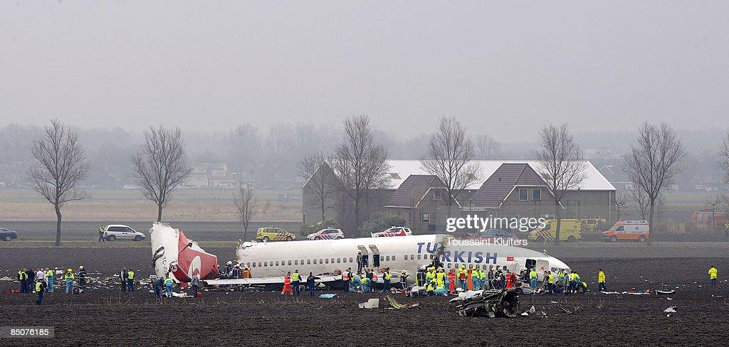 Plane Crashes On Landing At Amsterdam's Schiphol Airport : ニュース写真