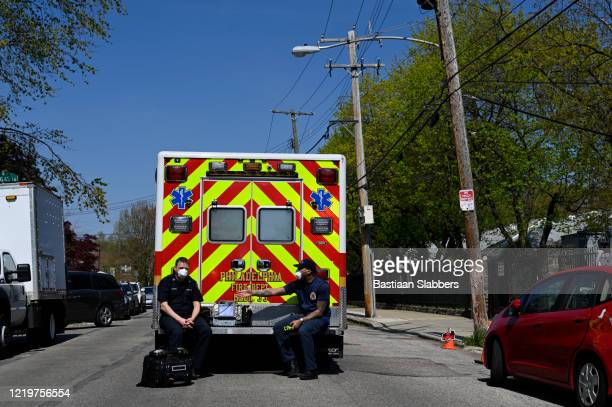 emergency services responce to building collapse in philadelphia, pa - basslabbers, bastiaan slabbers stock pictures, royalty-free photos & images