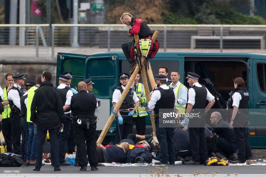 BRITAIN-PROTEST-AIRPORT : News Photo