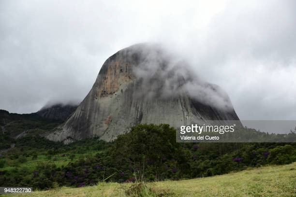 emerging in the fog, open scene in the pedra azul - sem fim... valéria del cueto stock pictures, royalty-free photos & images