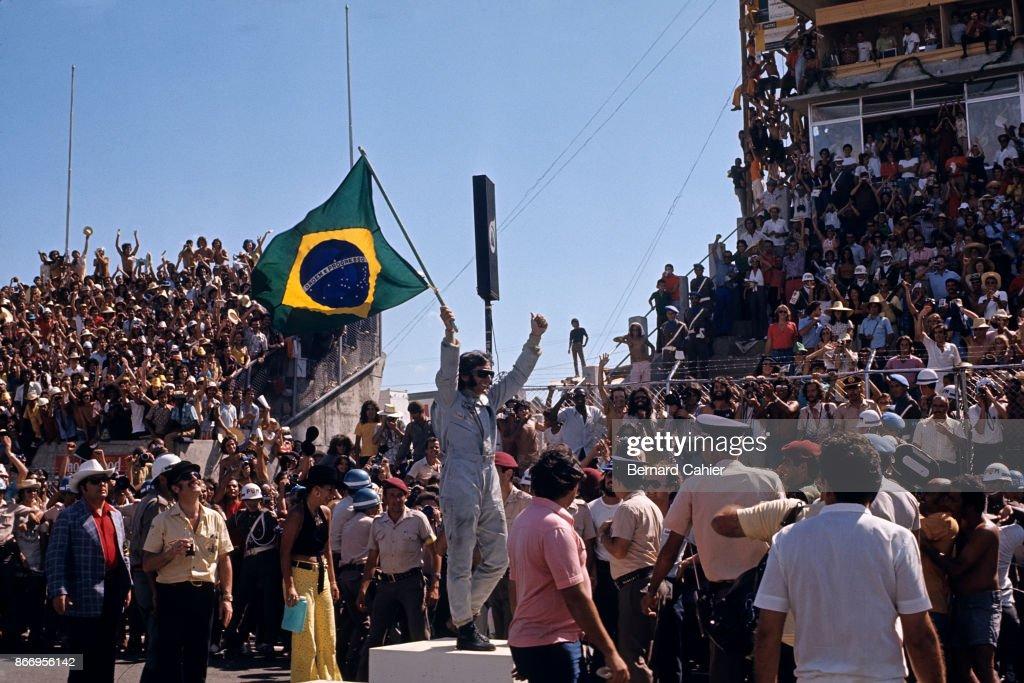 Emerson Fittipaldi, Colin Chapman, Maria Helena Fittipaldi, Grand Prix Of Brazil : News Photo