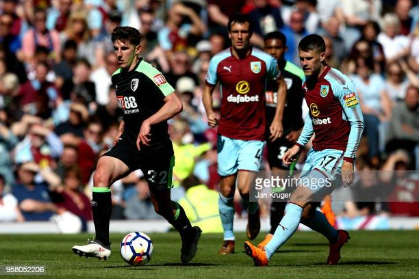 Emerson Hyndman of AFC Bournemouth and Johann Gudmundsson of Burnley battle for possession during the Premier League match between Burnley and AFC...