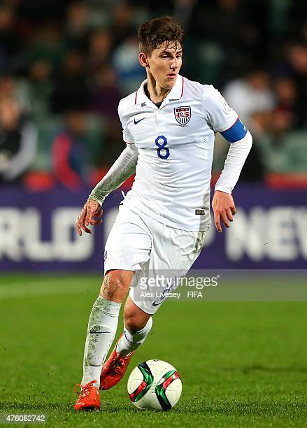 Emerson Hyndman of USA runs with the ball during the FIFA U20 World Cup Group A match between Ukraine and USA at the North Harbour Stadium on June 5...