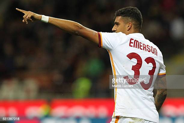 Emerson Palmieri of AS Roma celebrates his goal during the Serie A match between AC Milan and AS Roma at Stadio Giuseppe Meazza on May 14 2016 in...