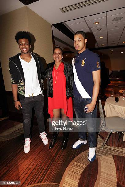 Emery Snipes Esaw Garner and Eric Snipes attend the 2016 NAN 'Keepers Of The Dream' Dinner And Awards Ceremony at Sheraton New York Hotel Towers on...
