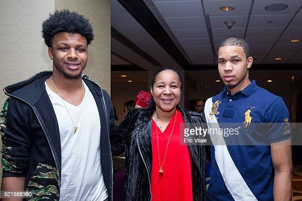Emery Snipes Esaw Garner and Eric Snipes attend the 2016 NAN 'Keepers Of The Dream' Dinner and Awards Ceremony at the Sheraton New York Hotel Towers...