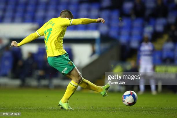 Emi Buendia of Norwich City scores their team's first goal during the Sky Bet Championship match between Reading and Norwich City at Madejski Stadium...