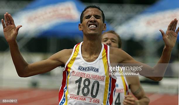 Emigdio Delgado de Venezuela cruza la meta para ganar medalla de oro en la prueba de 3000 mts con obstaculos en los XV Juegos Bolivarianos en la...