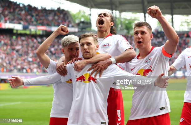 Emil Forsberg of RB Leipzig celebrates after scoring his team's second goal with team mates during the Bundesliga match between RB Leipzig and...